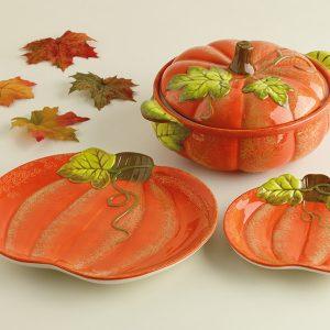 Pumpkin Casserole Baker, Design Imports, Pumpkin Shaped Casserole Dish with Leafy Green Leaves.