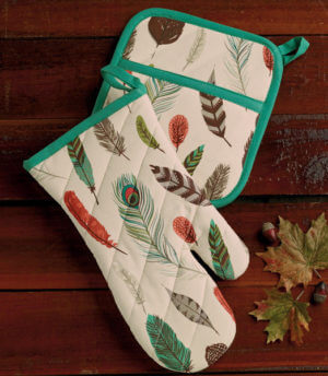 Full Feathers Printed Potholder and Oven Mitt Set